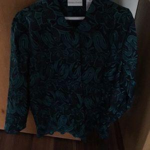 Women's blouse never worn